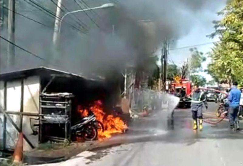https: img.okezone.com content 2021 06 07 338 2421463 bensin-eceran-terbakar-3-warga-cikarang-terluka-K5Yz7fYSA8.jpg