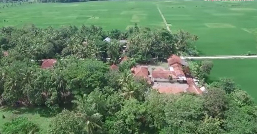 https: img.okezone.com content 2021 06 07 406 2421522 aneh-tapi-nyata-warga-desa-di-kebumen-ini-pantang-jual-nasi-9vX7HUukcF.jpg
