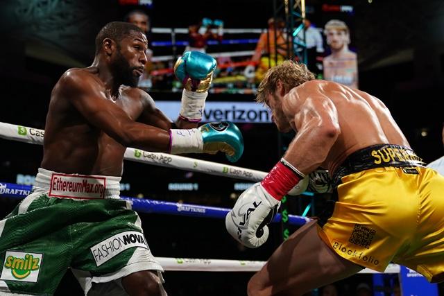 https: img.okezone.com content 2021 06 07 43 2421206 antiklimaks-pertarungan-floyd-mayweather-jr-vs-logan-paul-berakhir-tanpa-pemenang-0kxEyxg5J2.jpg