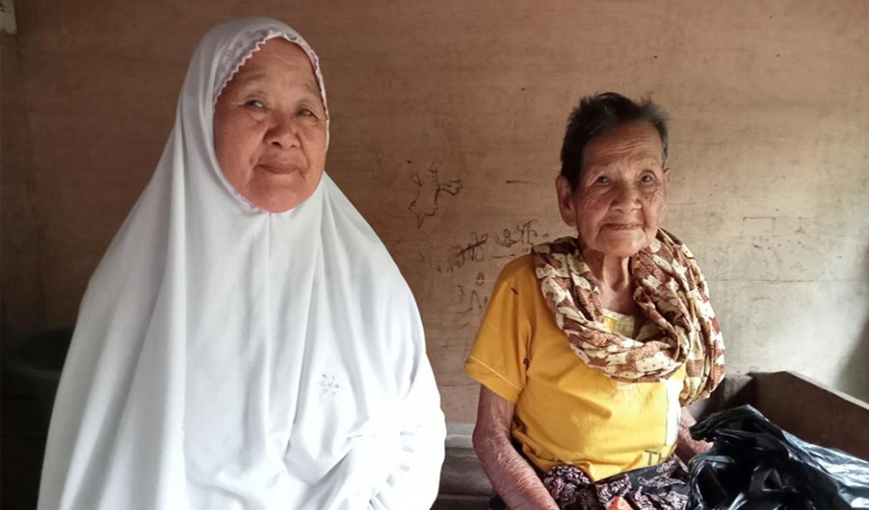https: img.okezone.com content 2021 06 07 614 2421503 nenek-berusia-130-tahun-di-aceh-masih-sehat-10-anaknya-lebih-dulu-wafat-azOTZqVKNN.jpg