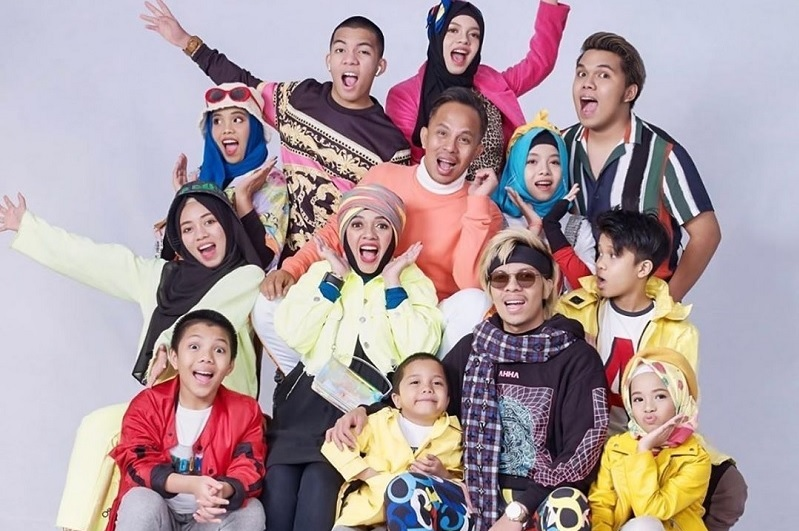 https: img.okezone.com content 2021 06 08 33 2422018 atta-halilintar-bantah-keluarganya-dideportasi-dari-malaysia-GlxoZxlg8C.jpg