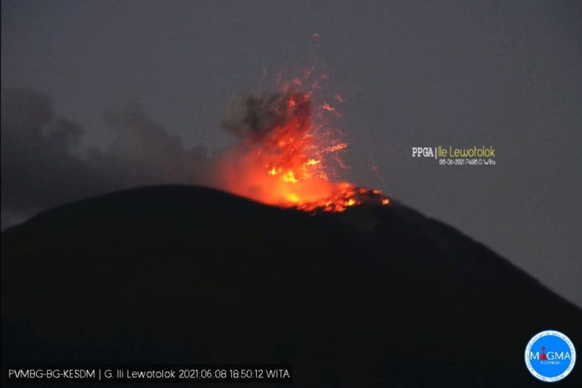 https: img.okezone.com content 2021 06 08 340 2422085 gunung-ile-lewotolok-erupsi-lontarkan-lava-pijar-dan-bergemuruh-kuat-1u1sjL9wW6.jpg