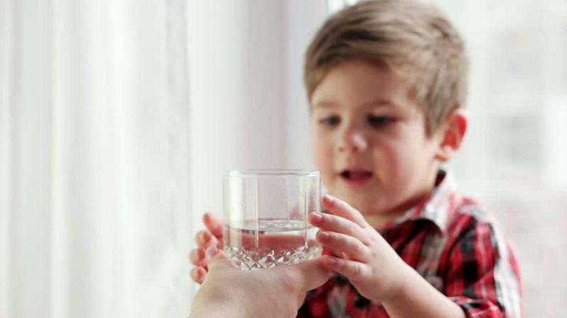 https: img.okezone.com content 2021 06 08 612 2422033 takut-anak-diabetes-karena-terlalu-banyak-makan-ini-cara-mengeceknya-JGwkoA6DGC.jpg