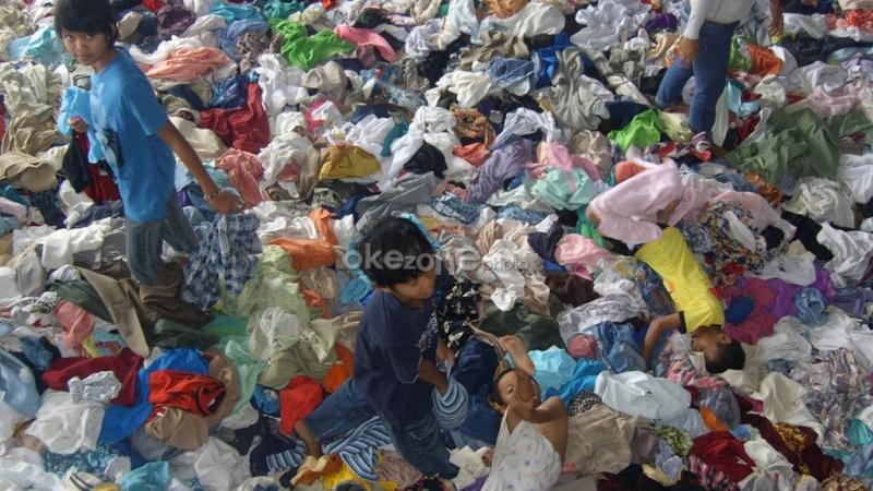 https: img.okezone.com content 2021 06 09 18 2422340 zambia-diserukan-larang-impor-dan-penjualan-celana-dalam-bekas-6pPaQDbiWu.jpg