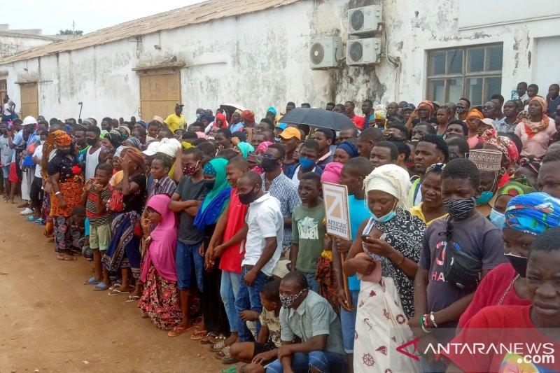 https: img.okezone.com content 2021 06 09 18 2422414 penculikan-anak-digunakan-sebagai-taktik-perang-di-mozambik-0YTzL8R8AU.jpg
