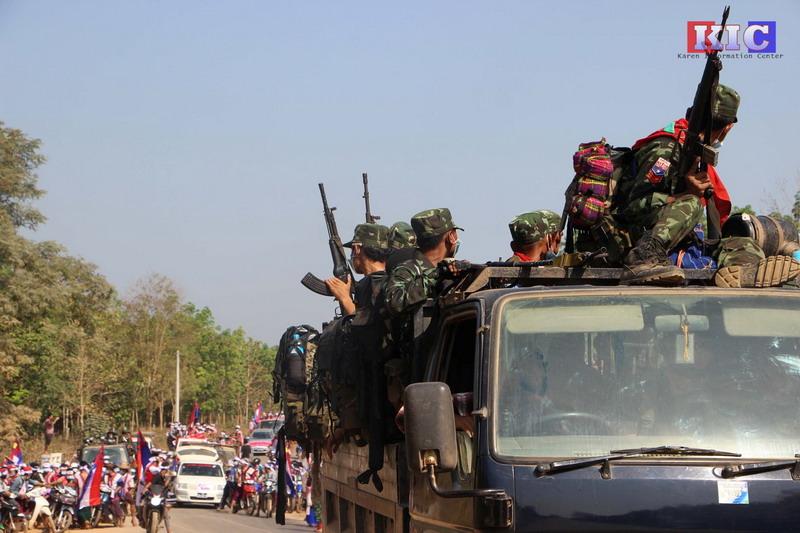 https: img.okezone.com content 2021 06 09 18 2422427 serangan-tak-pandang-bulu-militer-myanmar-paksa-100-ribu-orang-melarikan-diri-HnhSd9v4Wl.jpg