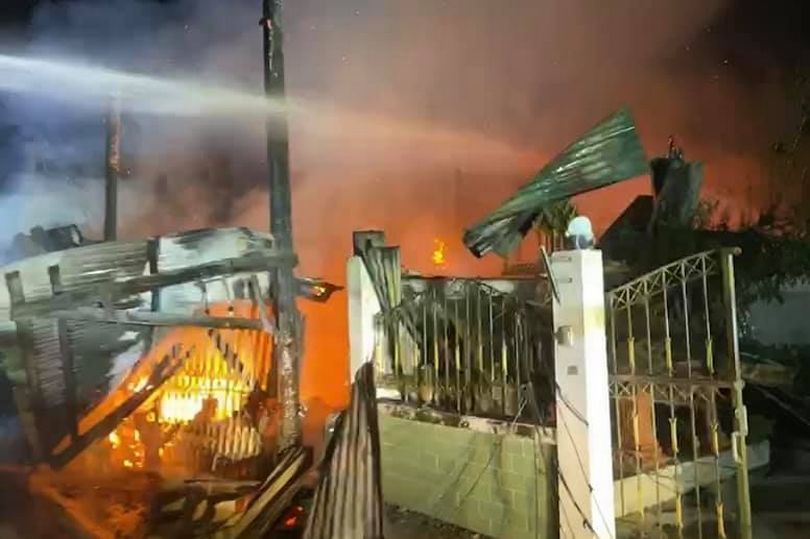 https: img.okezone.com content 2021 06 09 18 2422444 wanita-tua-bakar-rumah-sendiri-demi-hentikan-pencuri-masuk-mpwRxpTdVe.jpg