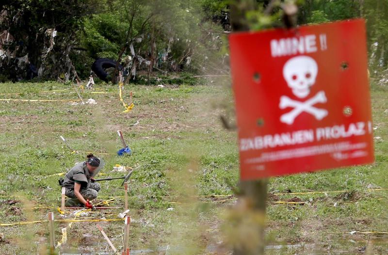 https: img.okezone.com content 2021 06 09 18 2422464 kamp-diserang-10-orang-pekerja-penyapu-ranjau-afghanistan-dibunuh-H2uzX5Pqds.jpg