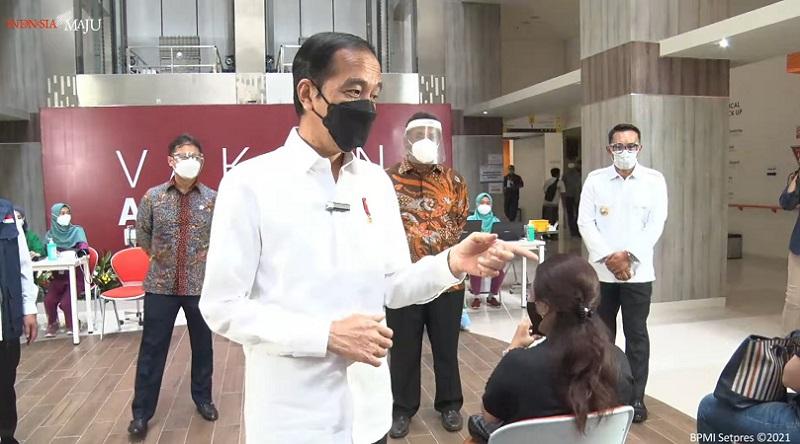 https: img.okezone.com content 2021 06 09 337 2422453 presiden-jokowi-terima-laporan-vaksinasi-dari-wilayah-zona-merah-di-tangerang-wbWKLnOscU.jpg