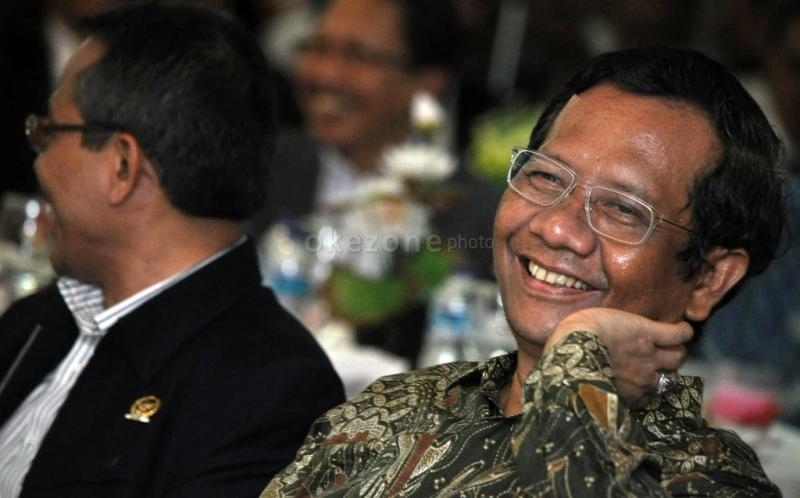 https: img.okezone.com content 2021 06 09 337 2422669 disebut-berubah-sikap-soal-pasal-penghinaan-presiden-mahfud-md-agak-ngawur-Gajg8XmGSC.jpg