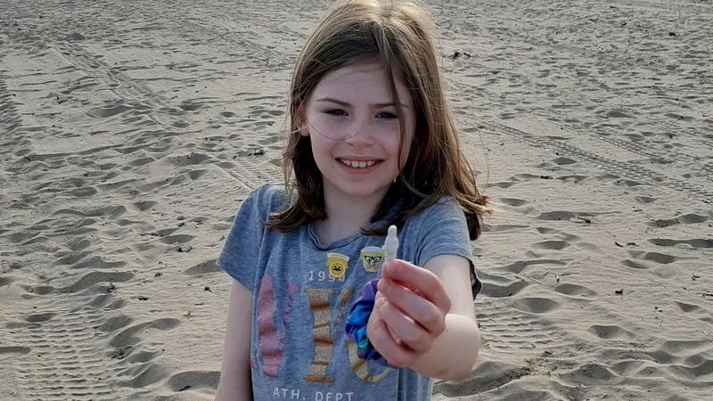 https: img.okezone.com content 2021 06 09 406 2422589 perempuan-ini-temukan-boneka-langka-berusia-100-tahun-di-pantai-skotlandia-FNUFF5dMWz.jpg