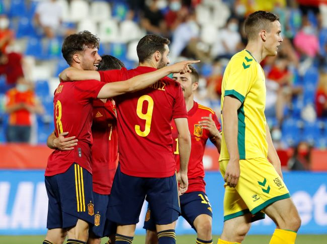 https: img.okezone.com content 2021 06 09 51 2422215 spanyol-pesta-gol-ke-gawang-lithunia-di-laga-uji-coba-WlNtU5quSl.JPG