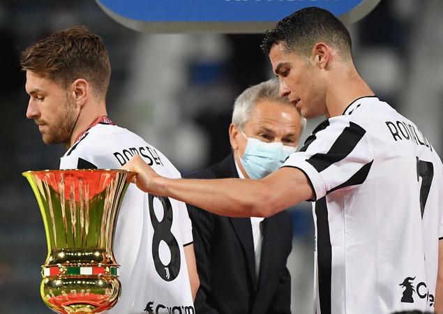 https: img.okezone.com content 2021 06 09 51 2422258 cristiano-ronaldo-gabung-manchester-united-ketika-juventus-resmi-dicoret-dari-liga-italia-dan-liga-champions-fAfD1SAXyU.jpg