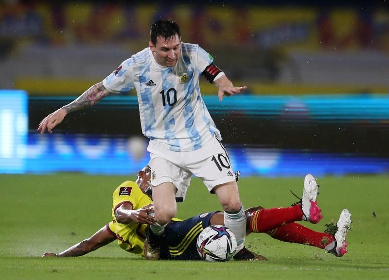 https: img.okezone.com content 2021 06 09 51 2422269 gol-telat-miguel-borja-gagalkan-kemenangan-argentina-atas-kolombia-icaCsVUmuD.JPG