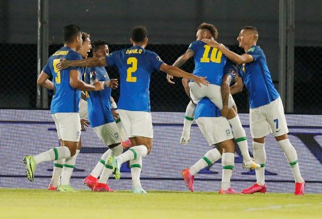 https: img.okezone.com content 2021 06 09 51 2422514 para-pemain-timnas-brasil-akhirnya-setuju-tampil-di-copa-america-2021-ul311flZRy.jpg