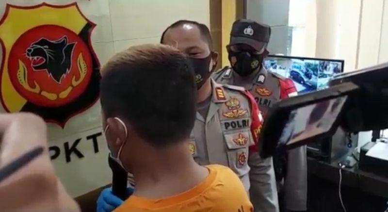 https: img.okezone.com content 2021 06 09 525 2422543 polisi-tangkap-bang-jago-yang-viral-aniaya-pengendara-mobil-di-bandung-u2qxhVAAqv.jpg