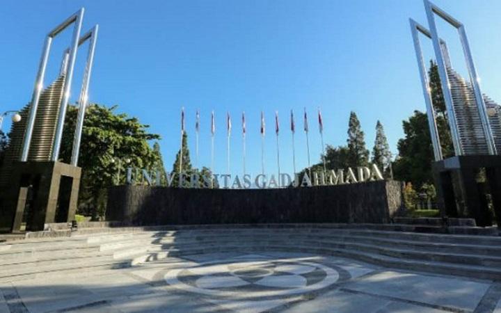 https: img.okezone.com content 2021 06 09 65 2422442 pemeringkatan-qs-wur-ugm-tetap-jadi-kampus-terbaik-di-indonesia-XueFzLrSYr.jpg