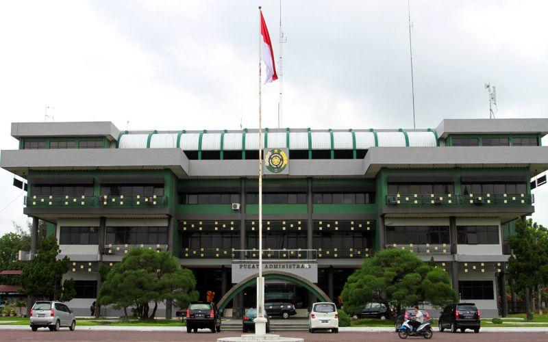 https: img.okezone.com content 2021 06 09 65 2422662 berikut-16-kampus-terbaik-di-indonesia-versi-quacquarelli-symonds-wur-2022-0bpvyauBkE.jpg