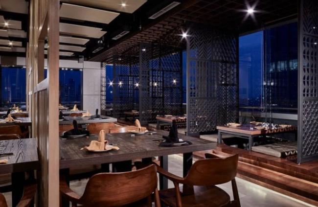 https: img.okezone.com content 2021 06 10 12 2422886 menikmati-australian-sirloin-steak-salad-dengan-pemandangan-perkotaan-di-origami-roof-dining-0eRDW0631A.jpg