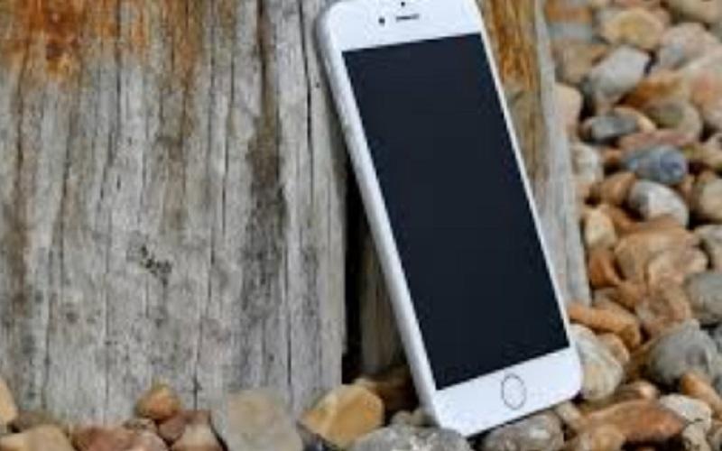 https: img.okezone.com content 2021 06 10 16 2422835 apple-hadirkan-fitur-kaca-pembesar-untuk-pilih-teks-di-ios-15-lho-2XX6raW483.jpg
