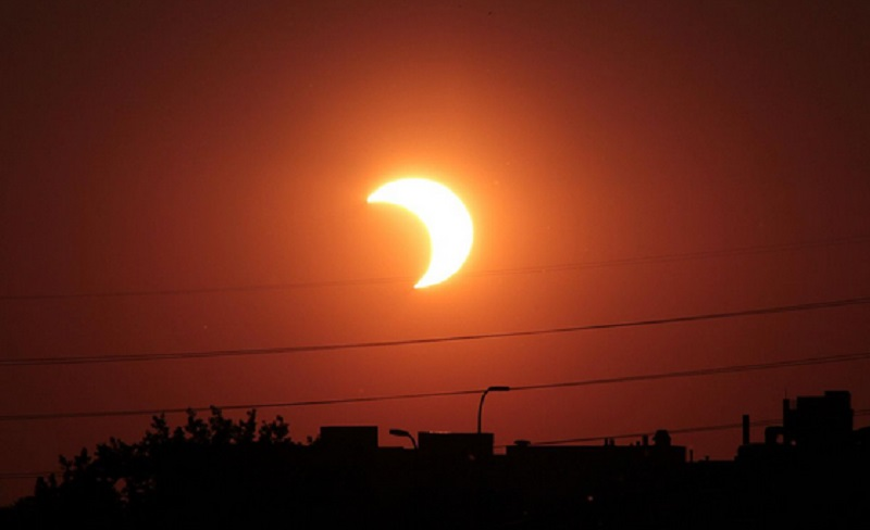 https: img.okezone.com content 2021 06 10 16 2422917 ini-lokasi-terbaik-menyaksikan-gerhana-matahari-di-inggris-f96lwAbr8j.jpg