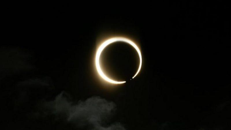 https: img.okezone.com content 2021 06 10 16 2423124 saksikan-gerhana-matahari-cincin-sore-ini-begini-proses-terjadinya-OXOJdjH1AB.jpg