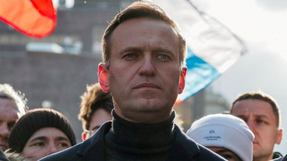 https: img.okezone.com content 2021 06 10 18 2422909 pengadilan-rusia-resmi-larang-organisasi-navalny-dicap-ekstremis-5OxXVeQ5ge.jpg