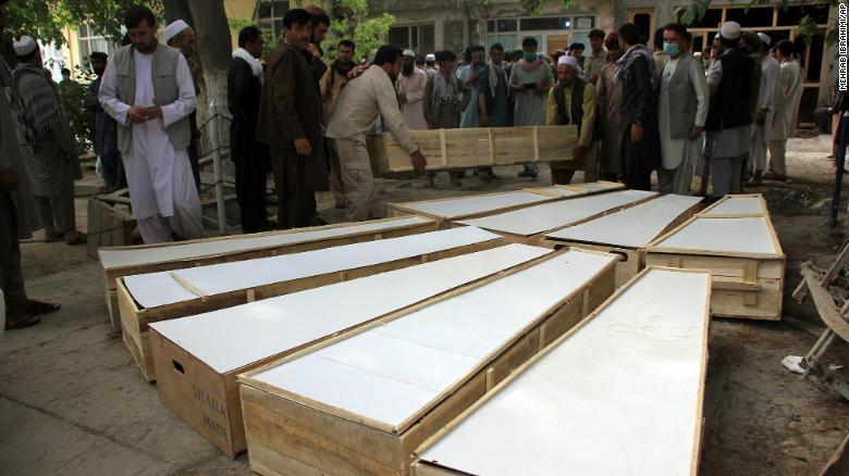 https: img.okezone.com content 2021 06 10 18 2423126 10-pembersih-ranjau-tewas-16-terluka-taliban-bantah-terlibat-serangan-uuXsWoJ0Oh.jpg