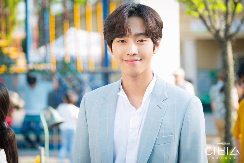 https: img.okezone.com content 2021 06 10 206 2423075 ahn-hyo-seop-bergabung-kim-sejeong-masih-pertimbangkan-bintangi-office-blind-date-NxywSjbE24.jpg