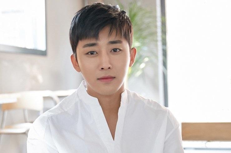 https: img.okezone.com content 2021 06 10 33 2423016 kontrak-habis-aktor-son-ho-joon-tinggalkan-yg-entertainment-8nAT8ng5Rv.jpg