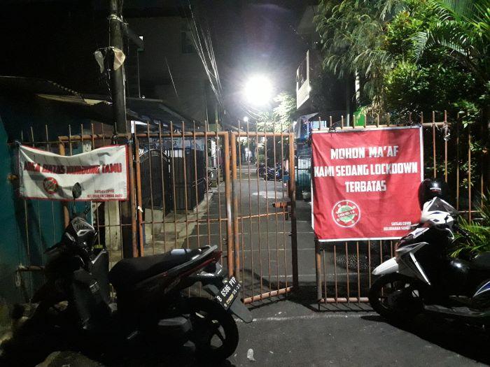 https: img.okezone.com content 2021 06 10 338 2423325 begini-suasana-3-rt-di-kemayoran-saat-lockdown-nK9p71EtAN.jpg