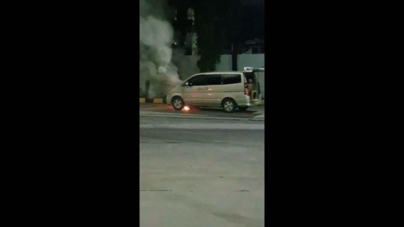 https: img.okezone.com content 2021 06 10 340 2422762 mobil-serena-terbakar-di-pelabuhan-merak-banten-seUOROHOIE.jpg