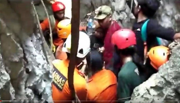 https: img.okezone.com content 2021 06 10 340 2422797 wanita-pendaki-gunung-abbo-maros-sulsel-yang-dikabarkan-hilang-ditemukan-selamat-af62ie8qzN.jpg