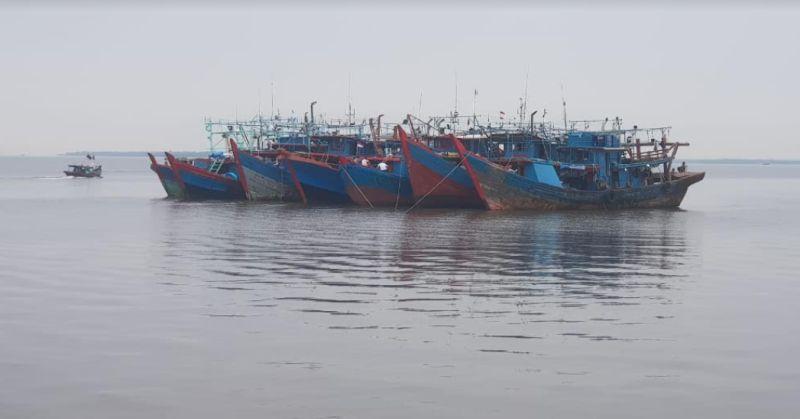 https: img.okezone.com content 2021 06 10 340 2423150 7-kapal-pukat-harimau-asal-tanjungbalai-ditangkap-di-perairan-riau-cdRuxO2JAK.jpg