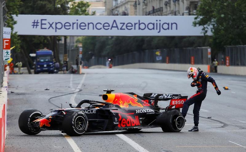 https: img.okezone.com content 2021 06 10 37 2422950 frustrasi-karena-gagal-finis-di-gp-azerbaijan-2021-verstappen-saya-benci-balapan-f1-bJgZNXJAt8.JPG