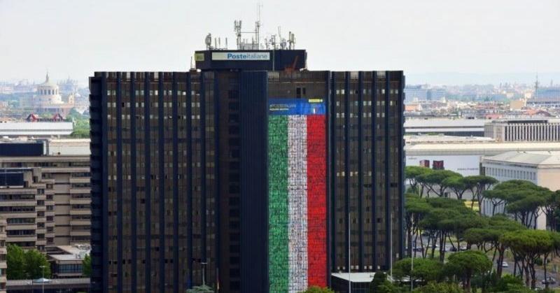 https: img.okezone.com content 2021 06 10 406 2423090 sambut-euro-2020-kantor-pos-italia-kibarkan-bendera-raksasa-mfTjTFlENS.jpg