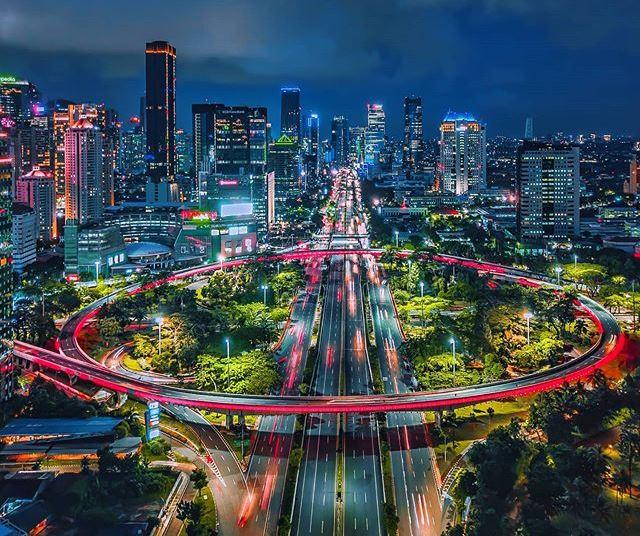 https: img.okezone.com content 2021 06 10 408 2423133 5-jalan-terindah-di-indonesia-sajikan-pemandangan-spektakuler-mdlPrw4Svx.jpg