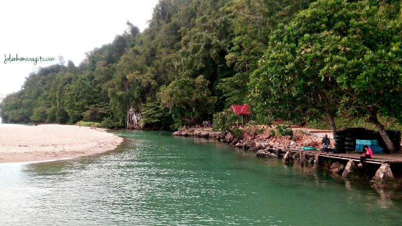 https: img.okezone.com content 2021 06 10 408 2423163 indonesia-punya-sungai-terpendek-di-dunia-begini-rasanya-liburan-ke-sana-XRTMZNdXqk.jpg
