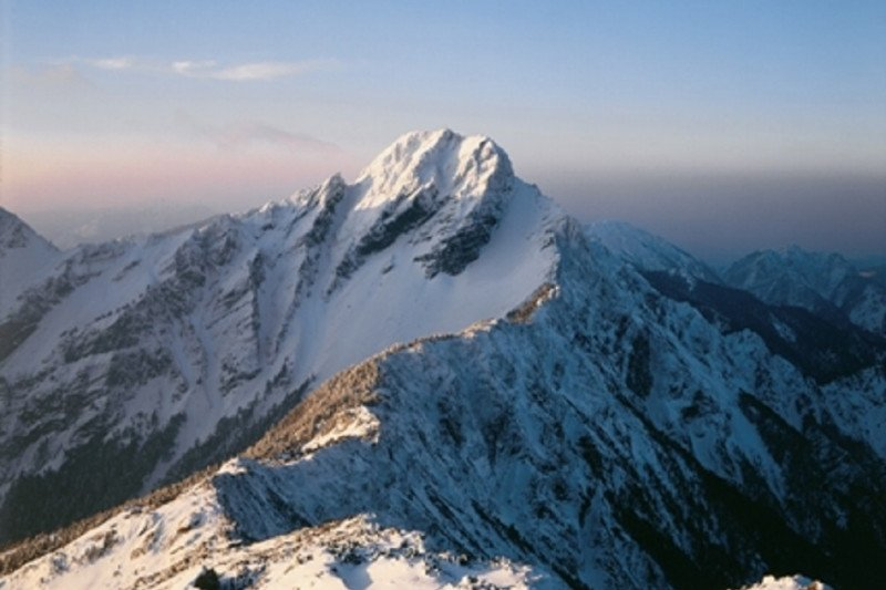 https: img.okezone.com content 2021 06 10 408 2423275 inilah-jade-mountain-gunung-tertinggi-di-taiwan-yang-mendunia-MwxkuLrMmw.jpg