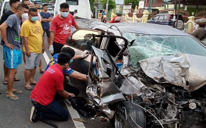 https: img.okezone.com content 2021 06 10 512 2423146 kecelakaan-truk-vs-mobil-sedan-di-wonogiri-satu-orang-tewas-jogrVpvjb8.jpeg