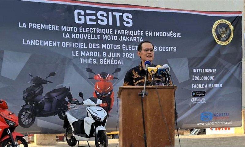 https: img.okezone.com content 2021 06 10 53 2422957 bangga-motor-listrik-buatan-indonesia-tembus-pasar-senegal-cmz3QT42ny.jpeg