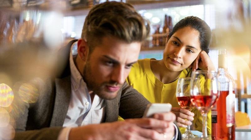 https: img.okezone.com content 2021 06 10 612 2422922 4-tanda-pacar-jatuh-cinta-dengan-cewek-lain-sakitnya-bikin-nyesek-vrCGnOjWcb.jpg
