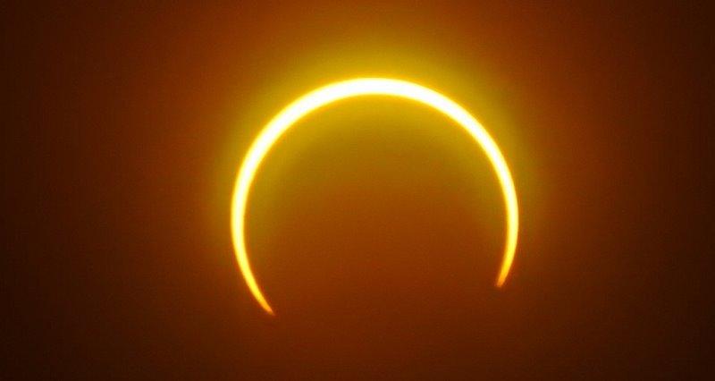 https: img.okezone.com content 2021 06 10 614 2422923 gerhana-matahari-cincin-tidak-tampak-di-indonesia-wajibkah-sholat-gerhana-JeKE3mamUt.jpg