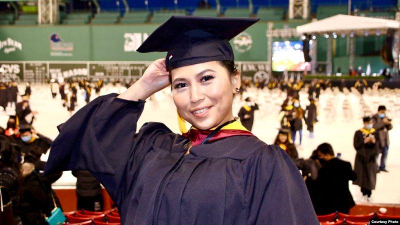 https: img.okezone.com content 2021 06 10 65 2423366 perempuan-asal-binjai-jadi-salah-satu-lulusan-terbaik-universitas-as-LVpacDRcGx.jpg