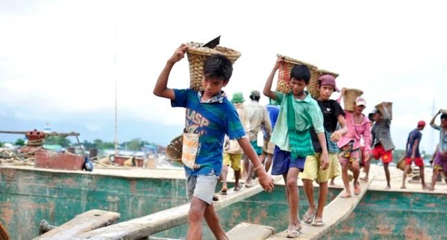 https: img.okezone.com content 2021 06 11 18 2423399 ilo-unicef-160-juta-anak-di-dunia-dipaksa-bekerja-IKJ8lC919U.jpg