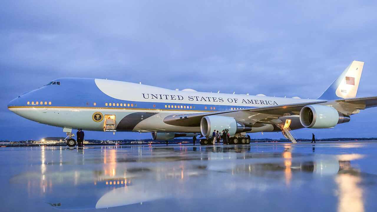 https: img.okezone.com content 2021 06 11 18 2423778 pesawat-kepresidenan-air-force-one-hingga-mobil-khusus-dalam-kunjungan-luar-negeri-pertama-biden-RNX4tO4jXr.jpg