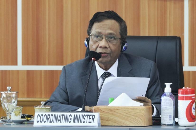 https: img.okezone.com content 2021 06 11 337 2423861 mahfud-md-ungkap-presiden-jokowi-berencana-buat-omnibus-law-ite-Ng2Ajusv7I.jpg