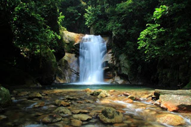 https: img.okezone.com content 2021 06 11 406 2423429 liburan-ke-pasaman-traveler-bisa-explore-9-air-terjun-ini-Otu0YujmG9.jpg