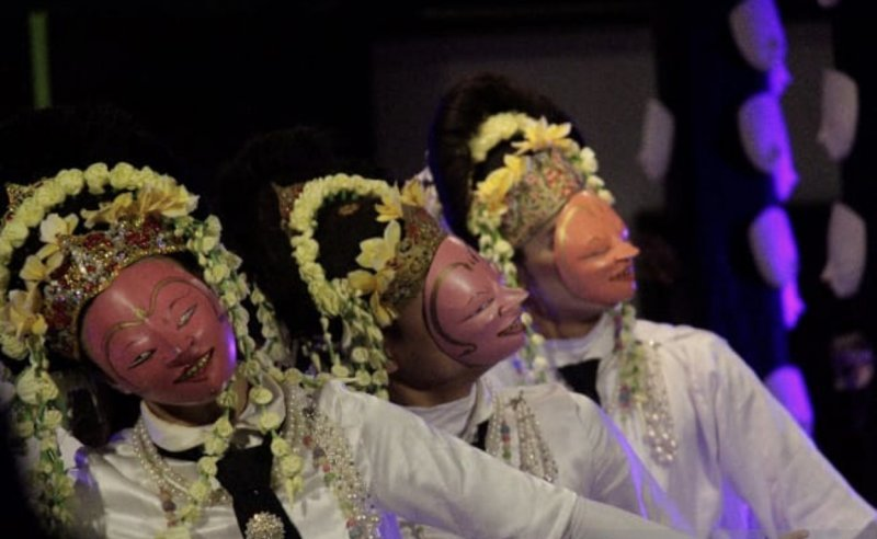 https: img.okezone.com content 2021 06 11 406 2423474 bertema-kebhinekaan-festival-topeng-internasional-2021-di-solo-perkuat-hubungan-budaya-antarbangsa-xis8AO1ggQ.jpeg