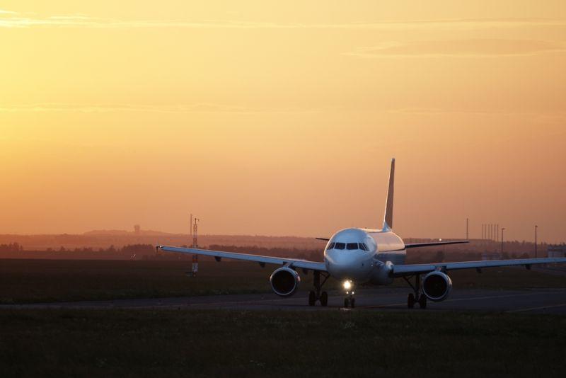 https: img.okezone.com content 2021 06 11 406 2423832 gegara-ponsel-pesawat-ini-terpaksa-alihkan-penerbangan-gHZZ1K7NCT.jpg